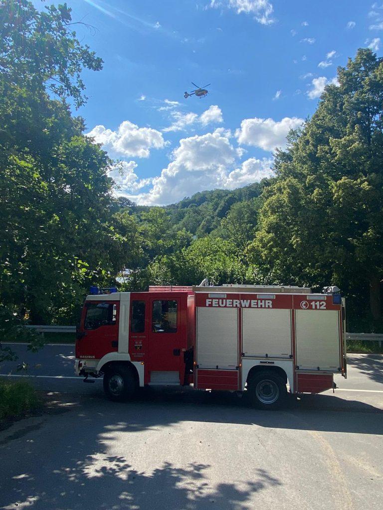Rettungshubschrauber im Anflug, TLF sichert Zufahrt zum Ladneplatz ab